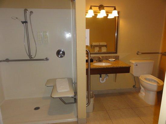 Cottonwood, AZ: first floor handicap room