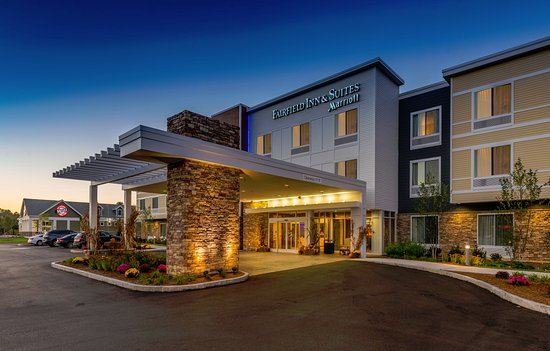 Πλίμουθ, Νιού Χάμσαϊρ: Drive up to the new Fairifield Inn & Suites hotel in Plymouth, NH