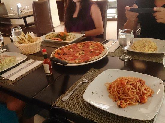 Caruso Ristorante Italiano Boracay: Average Food.