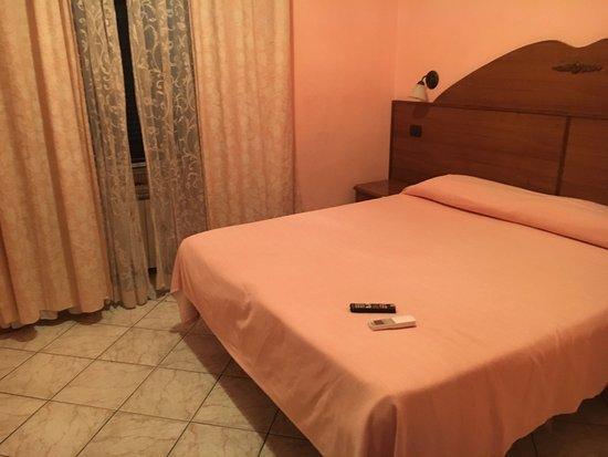 Piccolo ed essenziale recensioni su hotel tre stelle roma