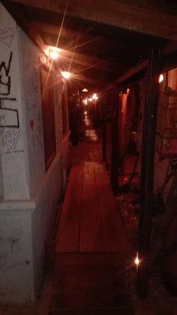 Suk 11 Hostel: IMG_20161105_025649_large.jpg