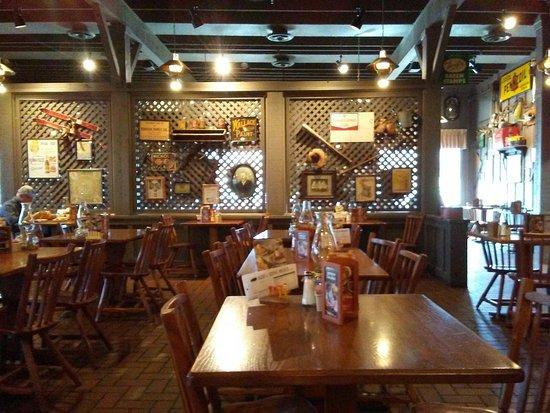 Calvert City, KY: Dining Area