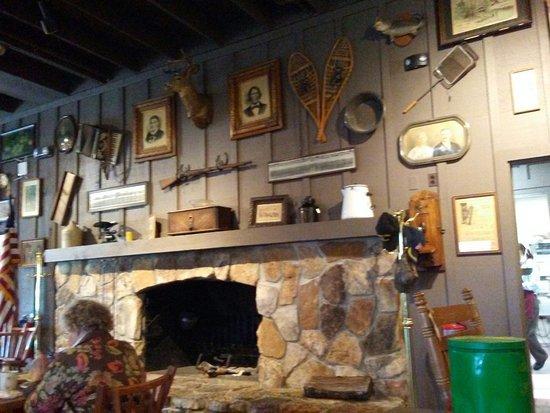 Calvert City, KY: Fireplace