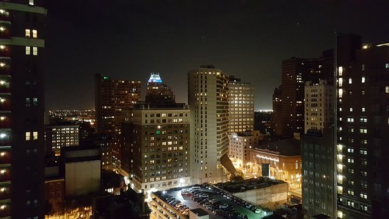 Holiday Inn Express Philadelphia-Midtown: A view from the room at night.