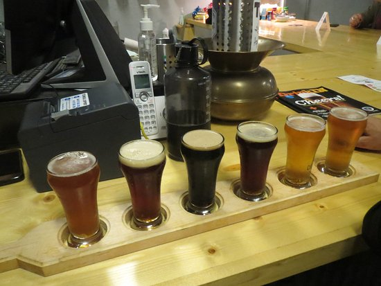 Columbia City, IN: Tasting flight of six brews