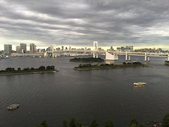 Hilton Tokyo Odaiba: Grey sky but lovely view