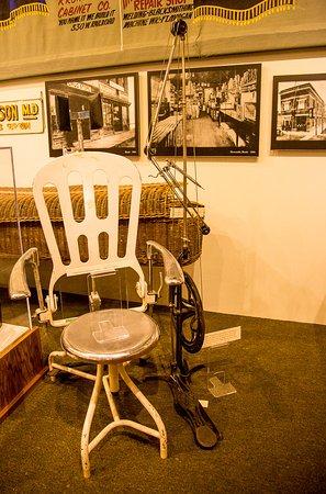 Fort Morgan, CO: Antique dentist chair