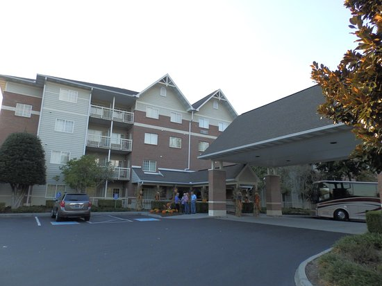 MainStay Suites: Exterior Entrance