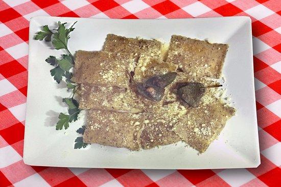 Perledo, Italië: ravioli di grano saraceno al burro versato