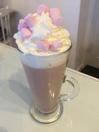 Caldicot, UK: Warm up with a Donnie's hot chocolate