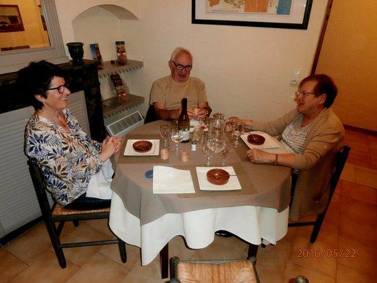 Villeneuve-Minervois, France: Repas du soir avec des amis 22 mai 2016