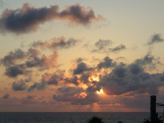 Bargara Blue Resort: View of sunrise from balcony of unit