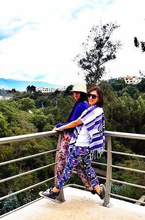 La Quinta de Juan Leon Mera: Disfrutando de la vista con mi hermana