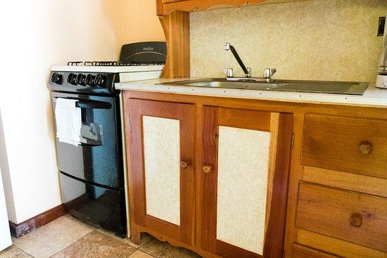 Colinda Cabanas: Cabana # 4 kitchen