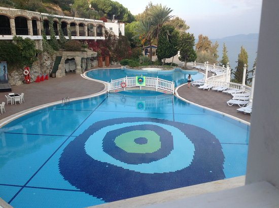 Hotel outdoor pool  Hotel outdoor pool area. - Bild von Labranda Ephesus Princess ...