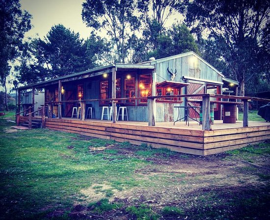 Bonfire Station Farmstay & Hostel