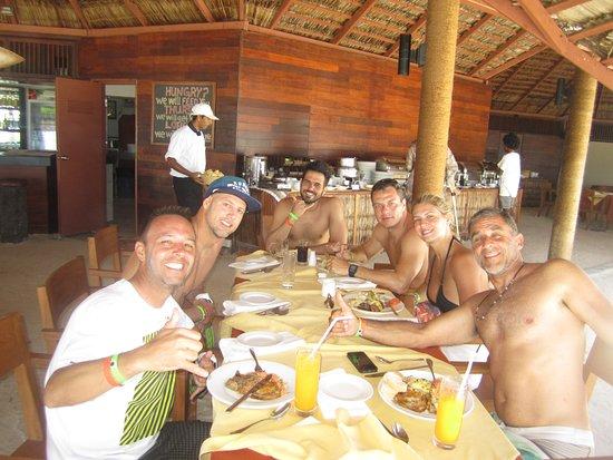 Adaaran Select Hudhuranfushi: bar e restaurante do Lohis surf break