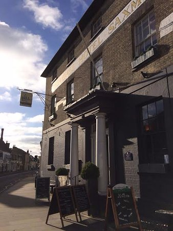 Saxmundham, UK: Front of the hotel