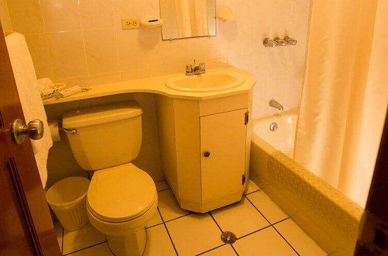 Mansion Teodolinda: Baño de habitación