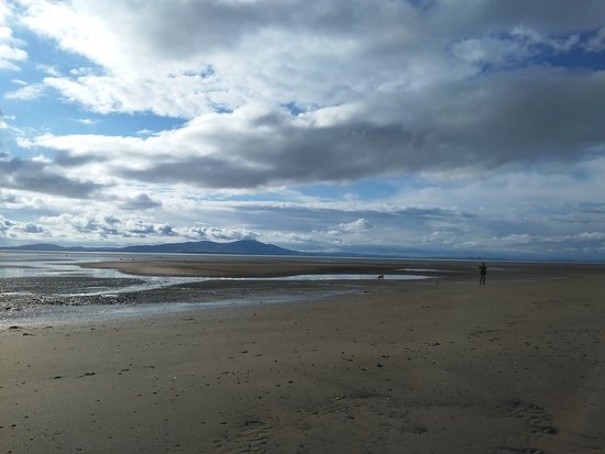 Allonby, UK: Great expanse of beach