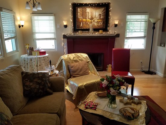 Briarwood Inn: We decorated the living room for a birthday party.