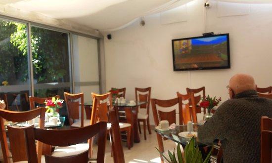 Foto de hotel suite chico bogot el comedor cuenta con for Comedor chico precio