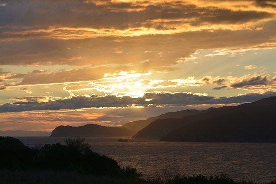 La Turistica : Uno dei tramonti che si possono ammirare dall' appartamento.