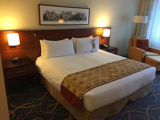 Montreal Airport Marriott In-Terminal Hotel, Hotels in Pincourt