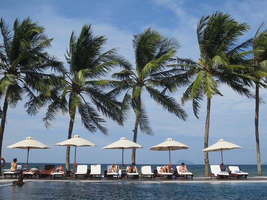 Victoria Hoi An Beach Resort & Spa: Pool area