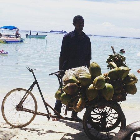 Dream Casino Be Live Hamaca: Tradizionale venditore di cocco.