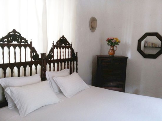 Hotel La Casona Breakfast & Wellness Center: Superior 1 cama King y 2 individuales con chimenea