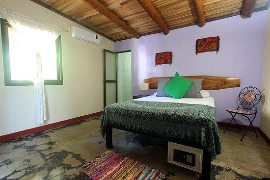 Cuesta Arriba Hotel: Bright rooms