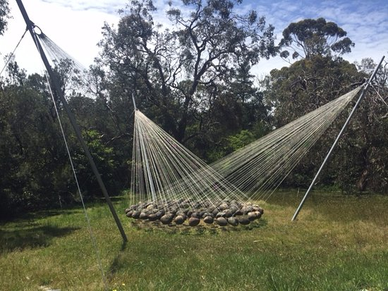 McClelland Gallery & Sculpture Park: Suspended rocks