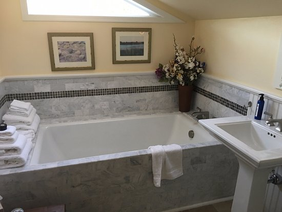 East Hampton, Estado de Nueva York: Tub suitable for two