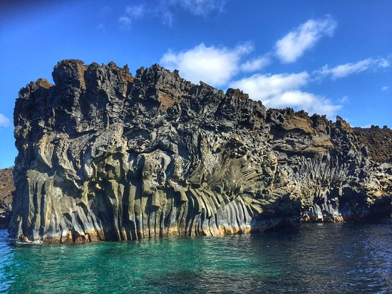 Ed Robinson's Diving Adventures: Crystal Rock Cliffs on the south side of Maui