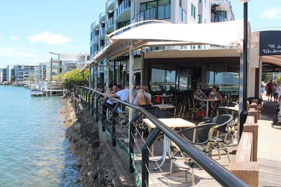 La Promenade: Sip your coffee right beside the water