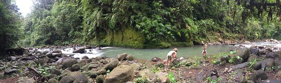 Colonia Virgen del Socorro, Costa Rica: Private part of river on family property