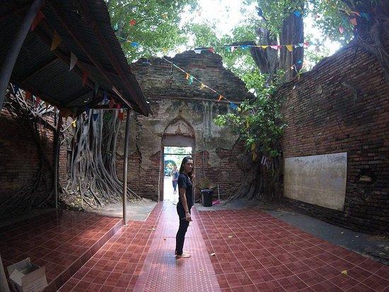 Wat Sai: ประตูทางเข้ามาในโบสถ์
