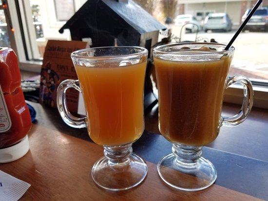 Regatta Pub at Salem Waterfront Hotel: Apple Cider with Bourbon/Rum