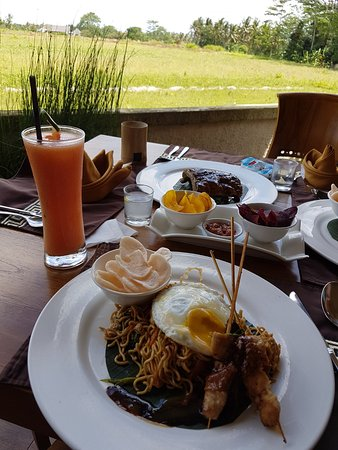 Agus Bali Private Tours: Lunch is served!