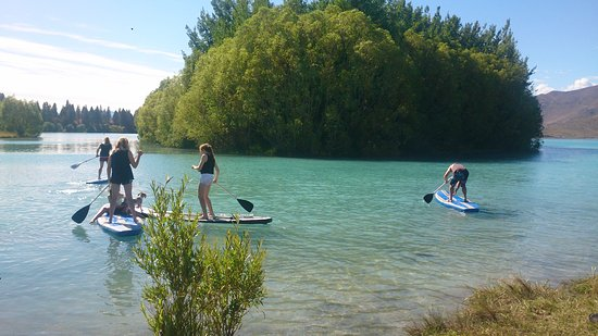 Twizel, Nowa Zelandia: people having fun in the sun on the lake