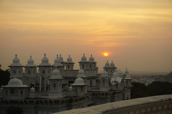 Taj Falaknuma Palace: We were lucky to catch a magnificent sunset