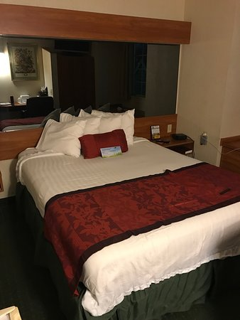 Days Inn & Suites Lafayette IN: photo0.jpg
