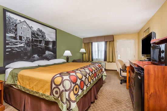 Super 8 by Wyndham Macon West: King room
