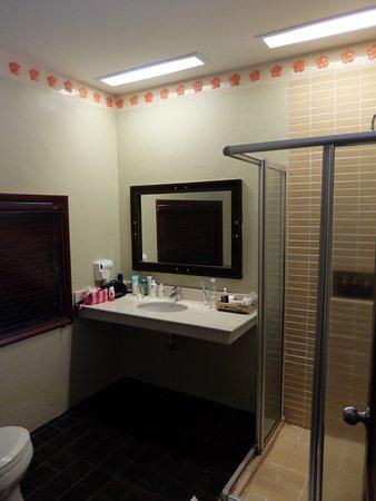 Khaolak Bayfront Resort Hotel Khao Lak: Ванная комната