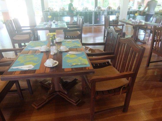 Khaolak Bayfront Resort Hotel Khao Lak: Завтрак в ресторане