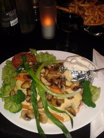 Vig, Danemark : Beef with mushrooms and baked potato