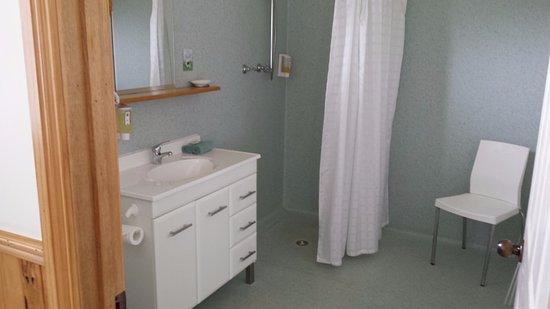 Driftwood Strahan Villas: Villa 4 bathroom