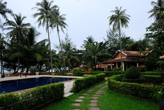 Cassia Cottage - The Spice House: Beach house2 and pool