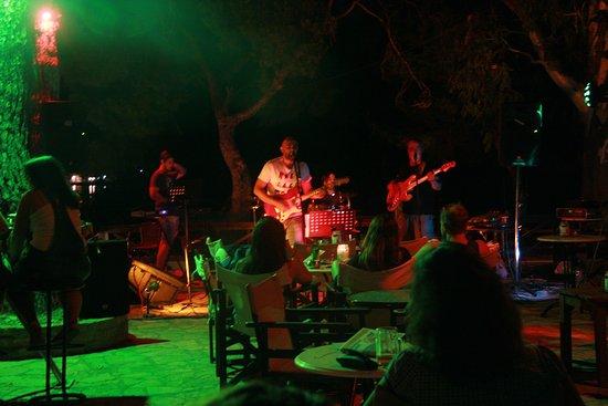 Rovies, Griechenland: Live